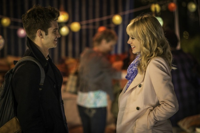 Le couple Parker/Stacy fonctionne assez bien grâce à ceux qui l'incarnent, même si l'on s'oriente plus vers la comédie romantique classique dans les scènes dédiées