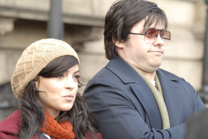 Le personnage campé par Lindsay Lohan aurait pu créer un bon équilibre avec celui de Mark Chapman mais l'actrice ne livre pas une prestation époustouflante...