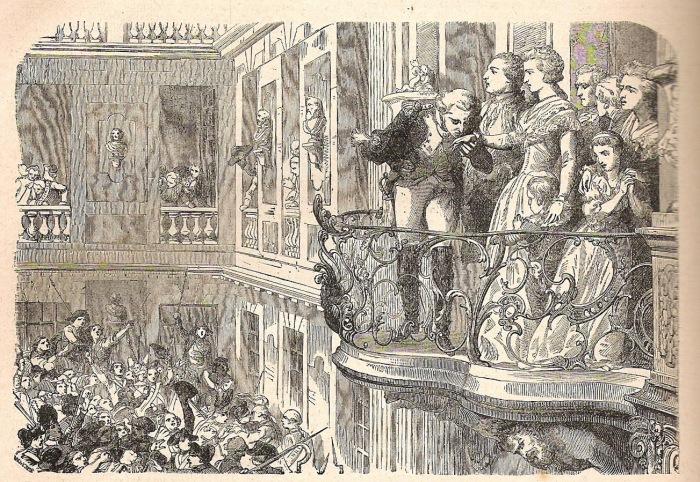 C'est sous la protection de La Fayette que la famille royale, et en particulier Marie-Antoinette, se présentent au balcon.
