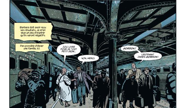 L'arrivée et les propos de Gordon au début du livre plantent le décor de Gotham City.
