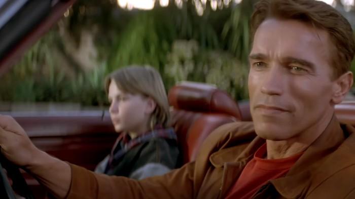 Arnold Schwarzenegger s'amuse énormément de lui-même dans Last Action Hero, ce qui n'est pas pour déplaire.