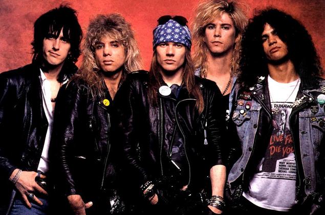 Les Guns N' Roses à l'époque d'Appetite for Destruction, de gauche à droite : Izzy Stradlin (guitare rythmique), Steven Adler (batterie), Axl Rose (chant), Duff McKagan (basse) et Slash (guitare solo).