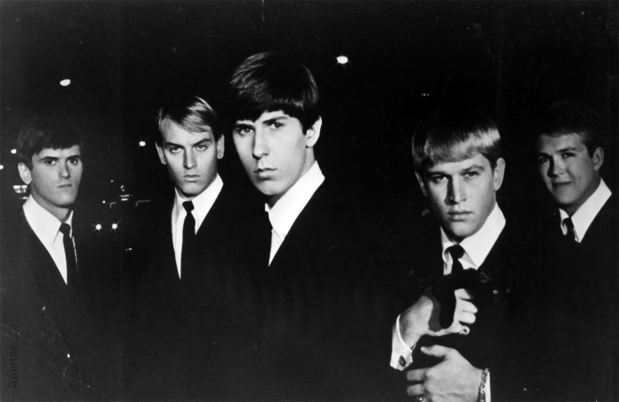 Les Kingsmen, formés en 1959, existent toujours aujourd'hui et ont vu passer 23 membres différents depuis leur création.