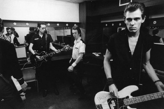 Les mecs des Clash, de gauche à droite : Joe Strummer, Mick Jones, Topper Headon et Paul Simonon.
