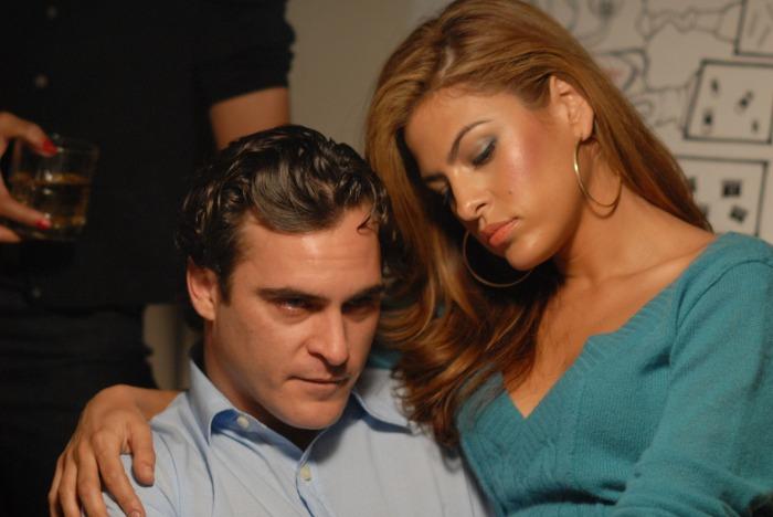 Autant j'apprécie énormément Joaquin Phoenix, autant j'ai toujours quelques craintes quand je vois Eva Mendes au casting d'un film. Mais il faut bien reconnaître qu'elle s'en sort ici admirablement.
