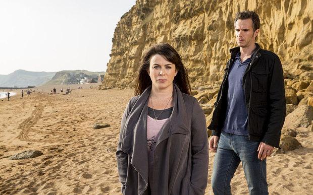 Le mystère de Sandbrook s'épaissit progressivement avec Claire et Lee.