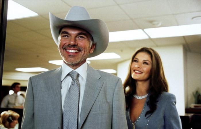 On parle de Ggeorge Clooney et Catherine Zeta-Jones mais Billy Bob Thornton incarne sans doute le plus grands des crétins de ce film.