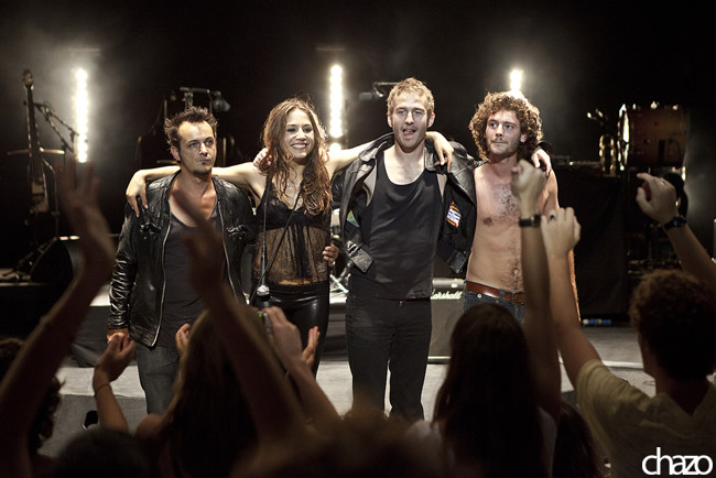 Le groupe Izia à l'époque de leur premier album (de gauche à droite) : Izïa Higelin, Sebastien Hoog et