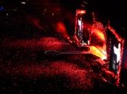 Une fois la nuit tombée, le travail réalisé sur la scène et le jeu de lumières prend tout son sens !