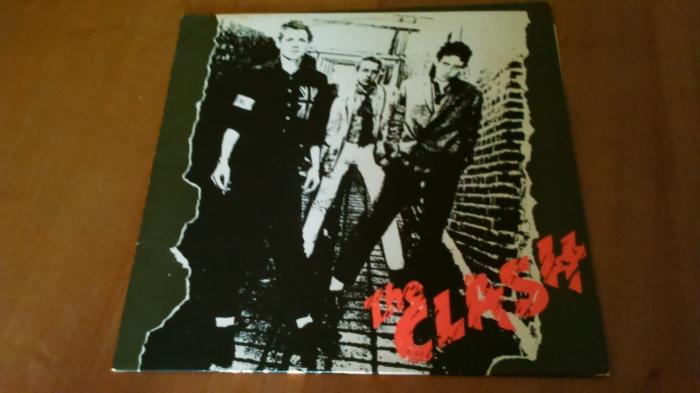 Avec The Clash, mon frère a réussi à recomposer l'essentiel de la discographie des Clash en vinyle. Il ne lui manque plus (comme album officiel) que Cut the Crap mais cet opus a été renié par l'intégralité des membres du groupe a posteriori.