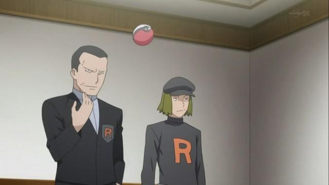 Giovanni et un de ses sbires dans la mini-série Pokémon : Les Origines.
