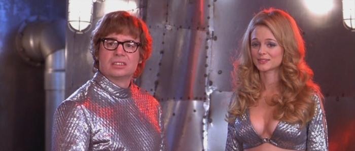 Je crois que la seule chose que Austin Powers 2 réussit vraiment, c'est son apologie du kitsch.