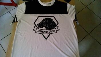 Je n'ai pas pu résister à ce t-shirt Diamond Dogs.