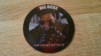 Le sous-verre Big Boss obtenu avec ma consommation au Metal Gear Café.