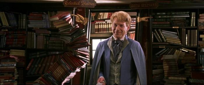 Kenneth Branagh est impeccable dans le rôle ambivalent du professeur Lockhart.