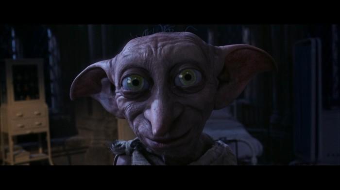 Finalement, c'est bien un peu ce bon vieux Dobby (doublé par Tobby Jones en VO) qui lance la saga. En quelque sorte...