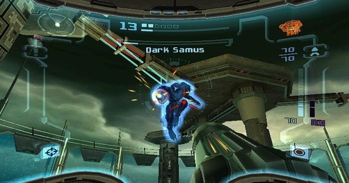 Lors des combats, le pointage à la Wiimote se veut très efficace et simple à maîtriser. Quant à Samus Sombre, il s'agit d'un des principaux antagonistes du jeu et de la trilogie.