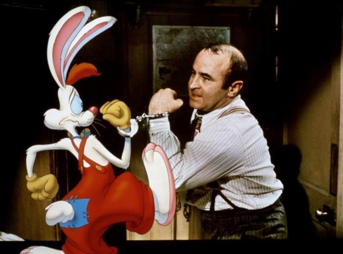 Bob Hoskins, dans le rôle du détective Eddy Valiant, assurait parfaitement le job face à Roger Rabbit.