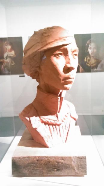 Quatre bustes en argile de Lucie Minne pour Dishonored 2 sont exposés.