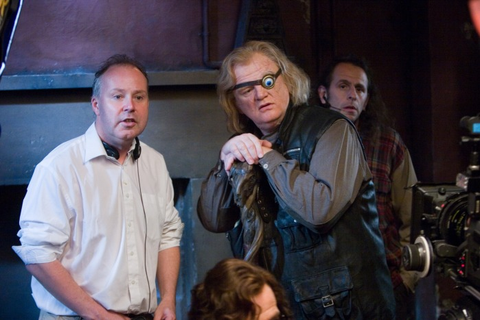 David Yates, ici avec Brendan Gleeson/Maugrey Fol'Oeil, réalise sa première incursion dans l'univers d'Harry Potter, qu'il conduira finalement à son terme.