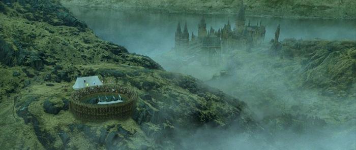 Bon après on ne va pas se mentir, Harry Potter et la Coupe de Feu offre quand même de très jolis plans d'ensemble du château et de ses environs.
