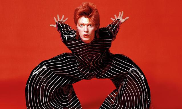Après plusieurs années compliquées, Bowie a compris que pour faire parler de lui il devait attirer l'attention. C'est l'excentricité de Ziggy Stardust qui lui permettra de faire tourner les projecteurs vers sa musique.