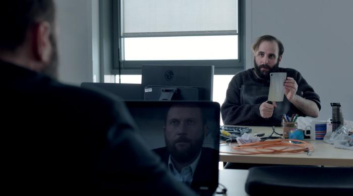 Le duo Damiens/Macaigne fonctionne à merveille et est l'un des principaux atouts du film.