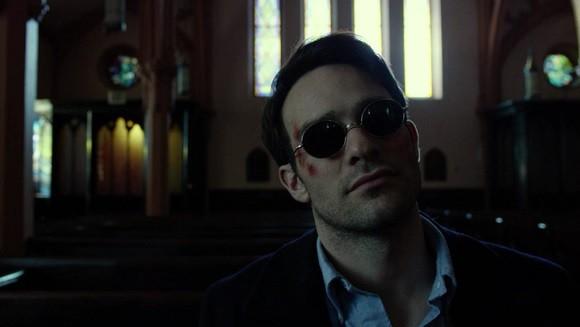 J'ai lu quelque part que l'interprétation de Charlie Cox était trop lisse mais je la trouve au contraire très appropriée, passant de la retenue de Matt Murdock à la brutalité de Daredevil.