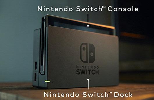 C'est donc l'écran LCD portable qui fait office de console. Le dock n'est quant à lui qu'un support pour le transfert vers la télé et le chargement de la console. On notera les deux ports présents sur le côté dont l'utilité n'a pas encore été révélée.